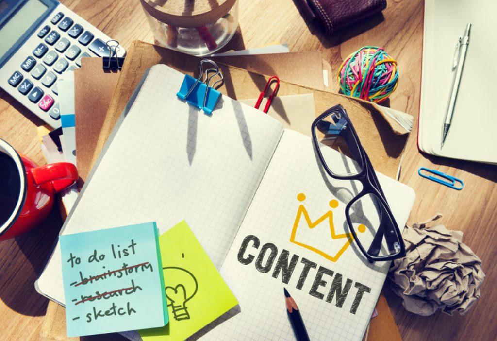 seo content writing appunti su scrivania